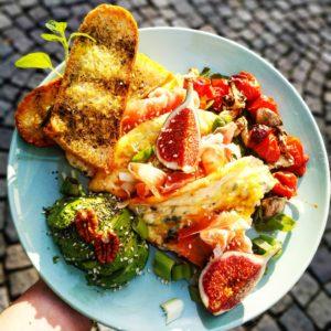 omeleta s avokadem